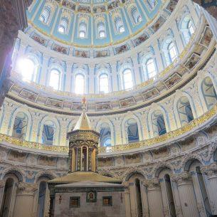 Reconstructed Jerusalem Tomb of the Resurrection of Christ inside the Moskow monastery.Photo: Bernd.Brincken