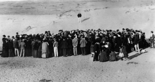 The first Tel Aviv lots being auctioned in 1909 - Public Domain