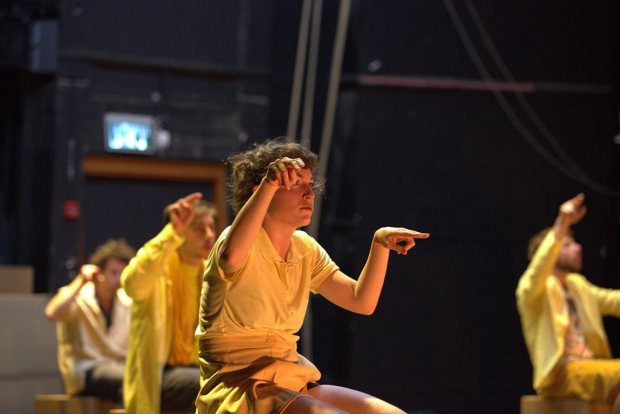 Сцена из балета RANA PLAZA Лиат Дрор и Нир Бен-Галь. Фото: Керен Барски