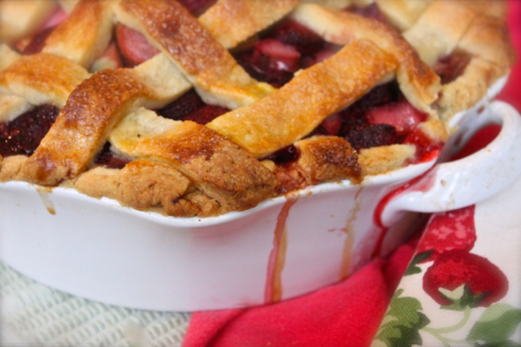 strawberry rhubarb mascarpone pie