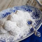 Greek Wedding Cookies – Kourabiethes / Kourabiedes #SundaySupper