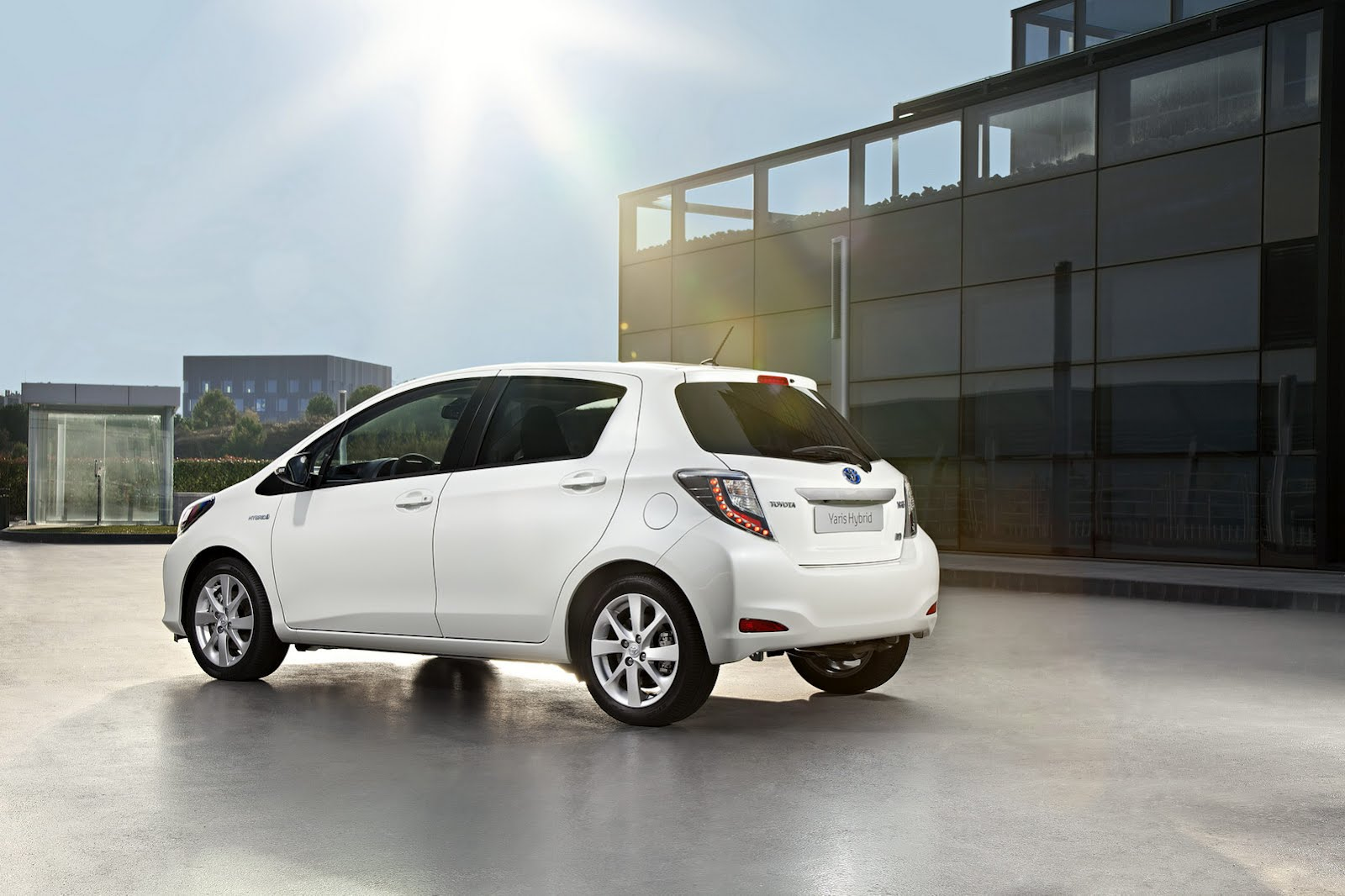 Toyota Yaris Hybrid HSD Litri VVT I Da CV E Nm Motore