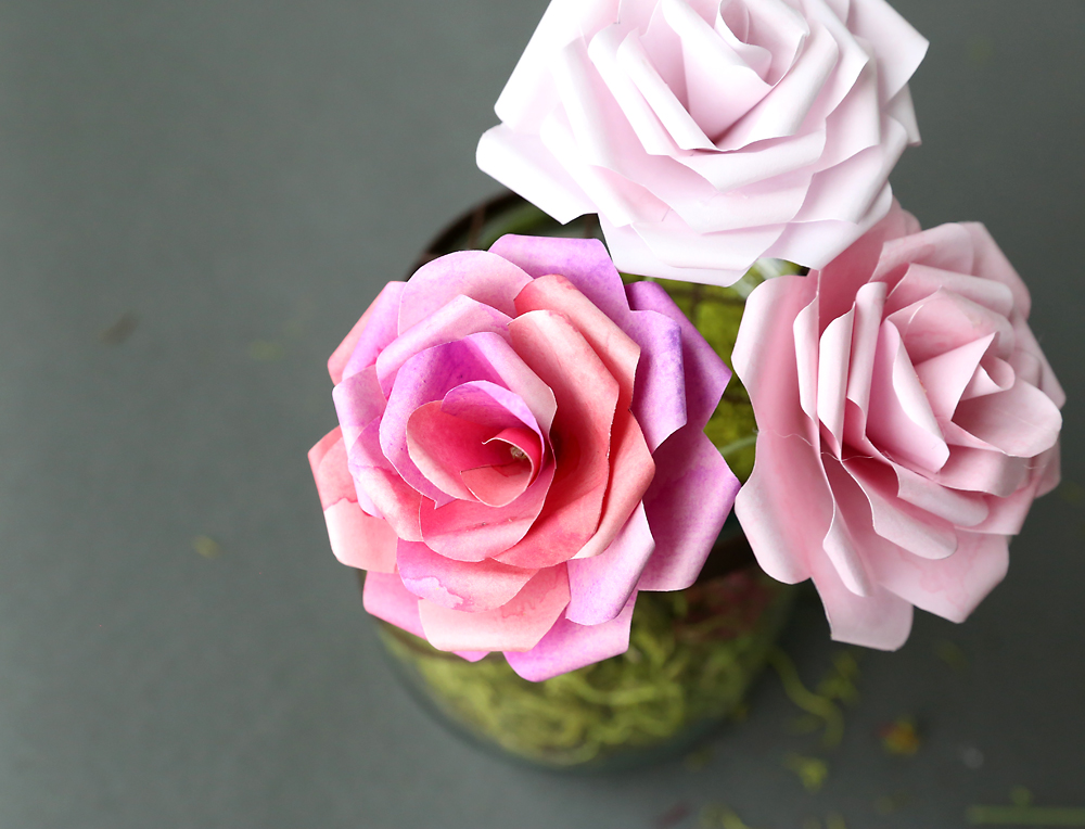Make gorgeous paper roses with this free paper rose template - It\u0027s