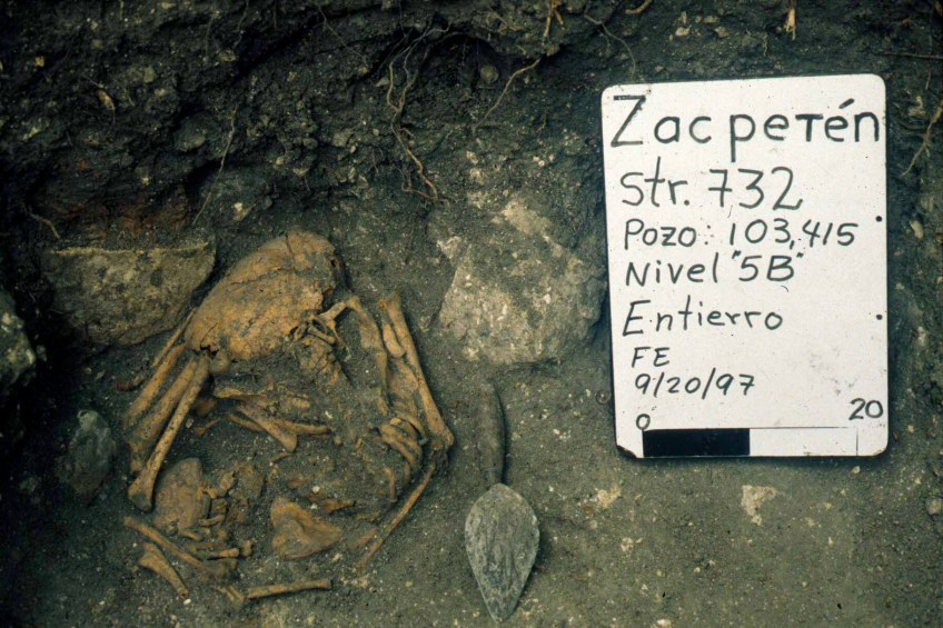 Zacpeten Str 732 Unit 103 415 Burial 732-1 (photo by Timothy Pugh)