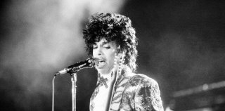 Prince ผู้สร้างปรากฏการณ์ใหม่ให้วงการเพลง เสียชีวิตแล้ว ด้วยวัย 57ปี