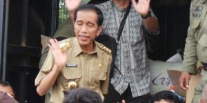 jokowi-bagikan-bantuan