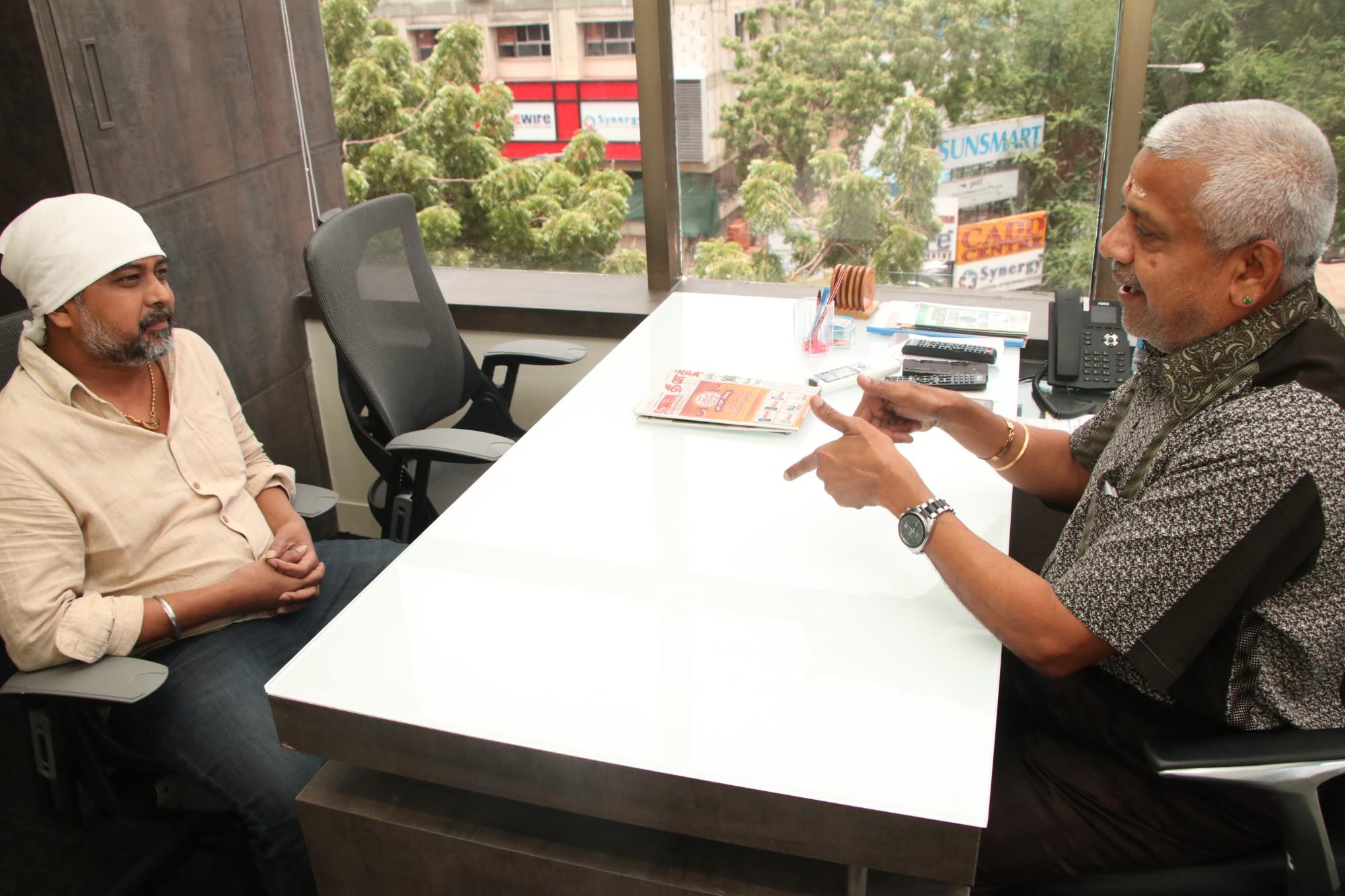 Director Lingusamy Visit to Knack Studios (1)