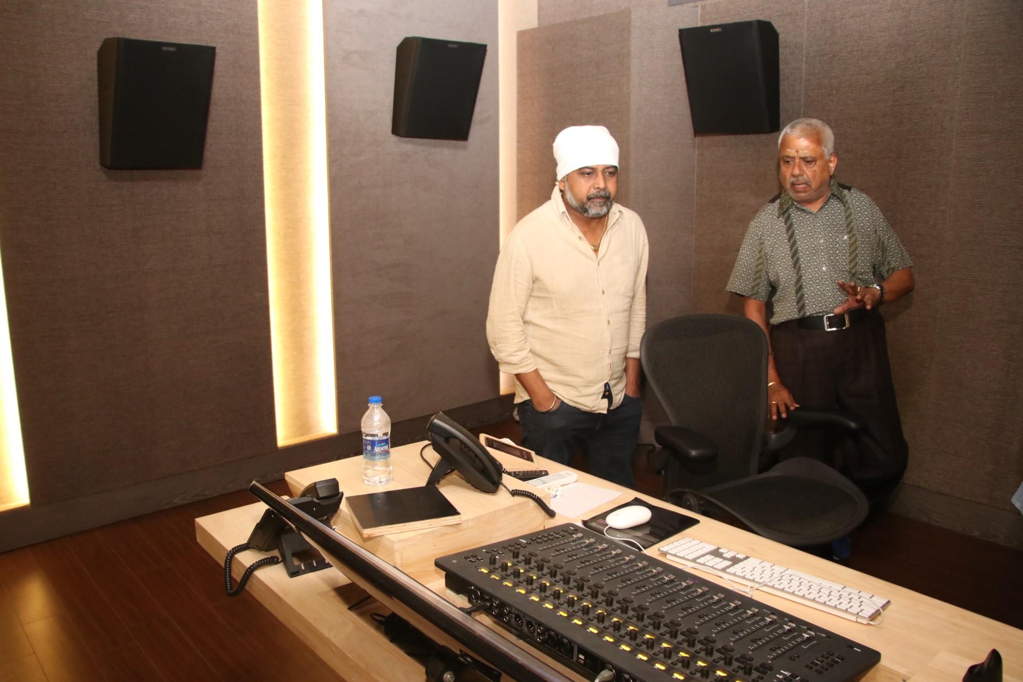 Director Lingusamy Visit to Knack Studios (5)