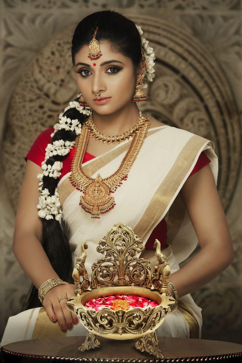Actress Adhiti New Photo Shoot Images (4)