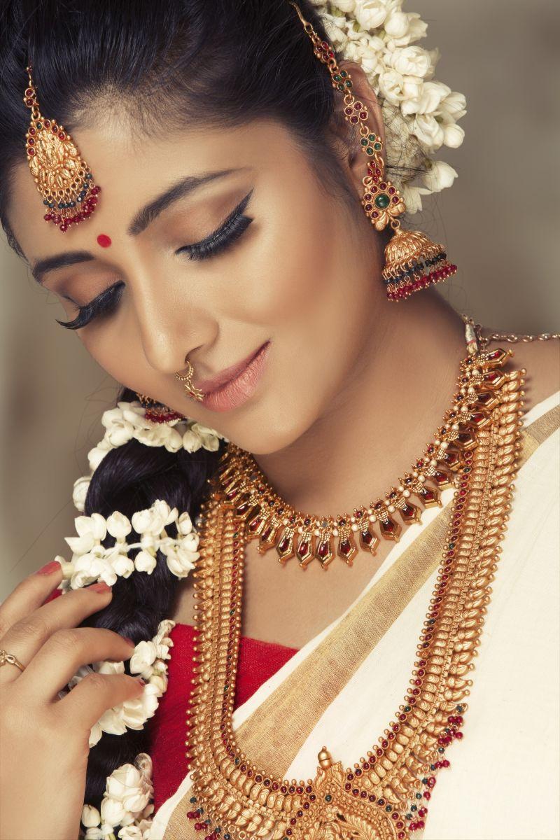 Actress Adhiti New Photo Shoot Images (5)