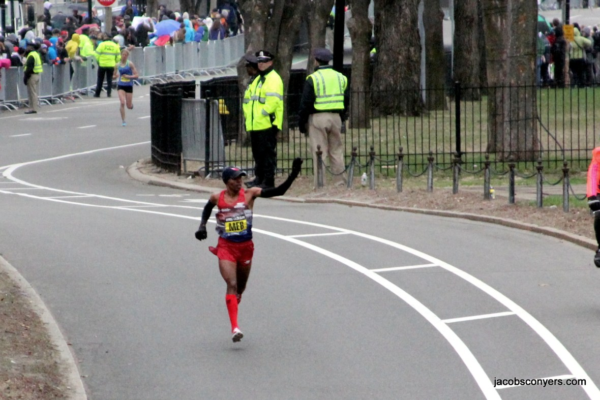 Meb Keflezighi, last year's champion, got huge applause as he cruised in to an 8th place finish