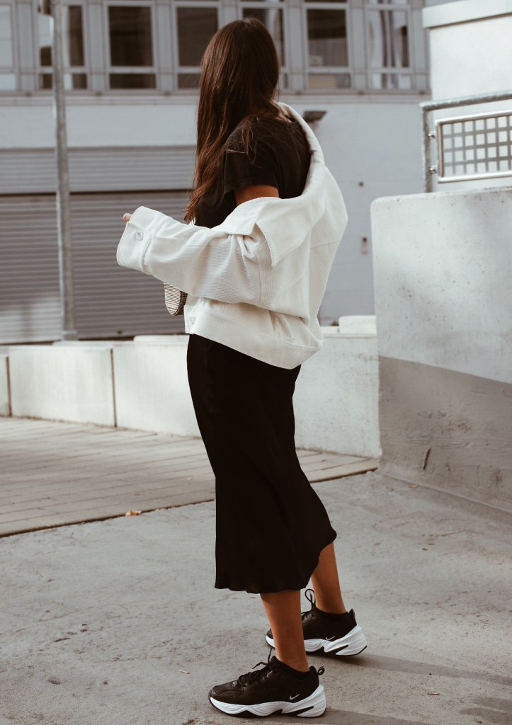 perfekte schwarze sneaker nike tekno jacqueline isabelle 7