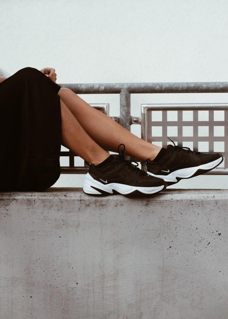 perfekte schwarze sneaker nike tekno jacqueline isabelle 4