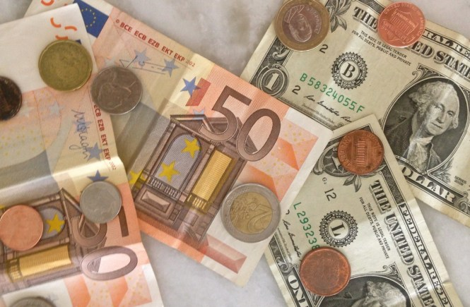 22 Tips for Traveling on a Budget! For first timers and travel minded alike.