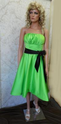 Green bridesmaid dresses.