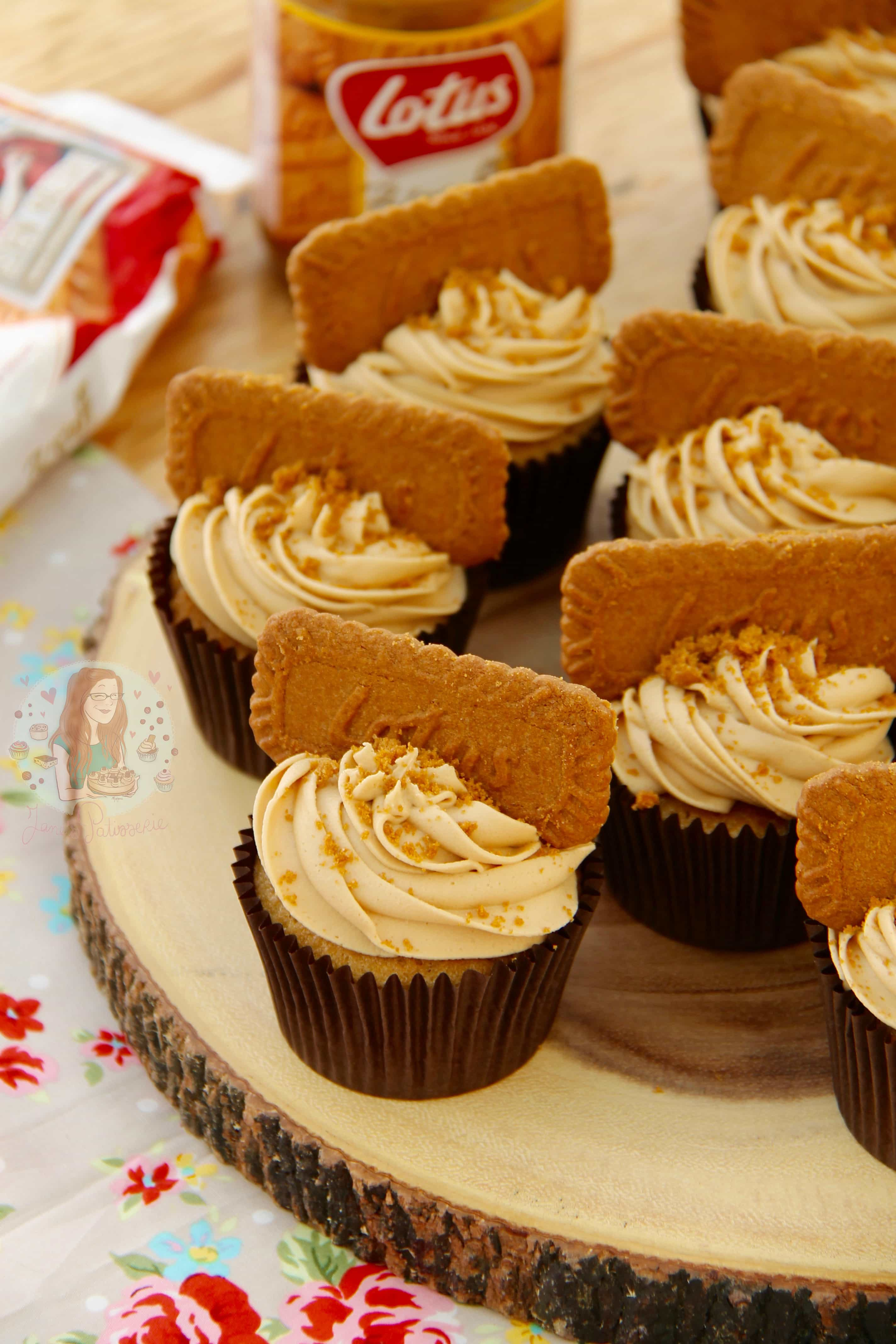 Cupcakes topped with a delicious Speculoos/Biscoff Cookie Butter ...