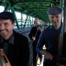 Trio na Moście ucieczka przed tramwajem fot. Joanna Wiedro