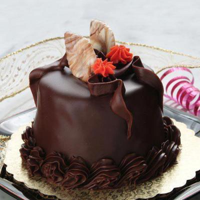 تزيين كيكة الشوكولاكة