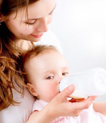 Hranjenje bebe žitaricama iz flašice