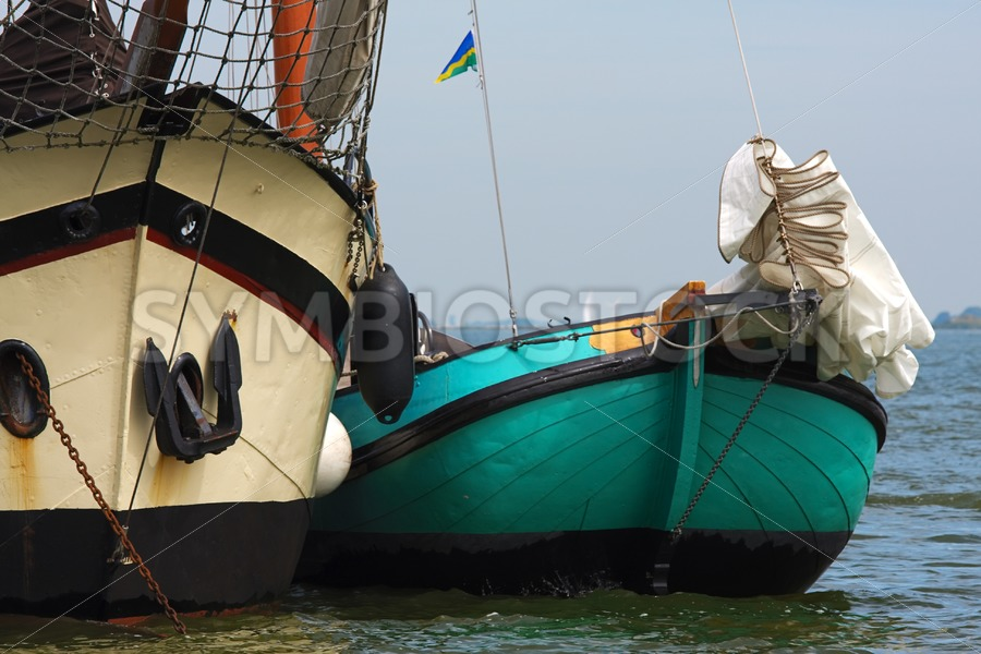 Skutsje and Klipper at anchor - Jan Brons Stock Images