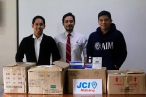 JCI Alabang RJ Paguyo and Yogs Villaruel receives the medicine donation from PACTS officer Jose Pastoral