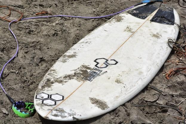 Surfing_Bethells_Beach-New_Zealand_DSC_03_2664_Small