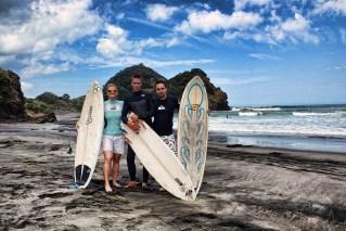 Surfing_Bethells_Beach-New_Zealand_DSC_04_2318_Small