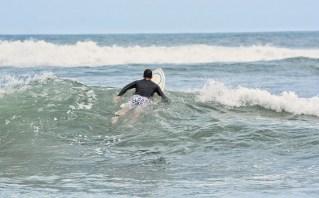 Surfing_Bethells_Beach-New_Zealand_DSC_2326_Small