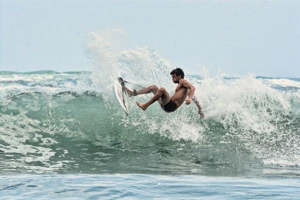 Surfing_Bethells_Beach-New_Zealand_DSC_2379_Small