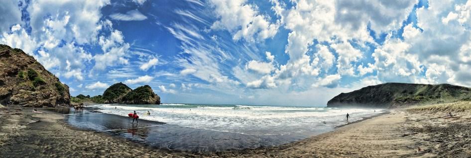 Surfing – Bethells Beach – New Zealand 2016
