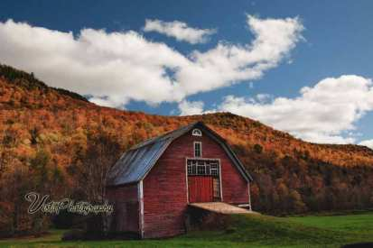 Red barn on route 100 in vermont