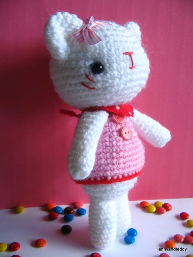 hello-kitty-crochet-doll-amigurumi-free-pattern