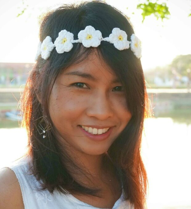 1easy crochet daisy headband