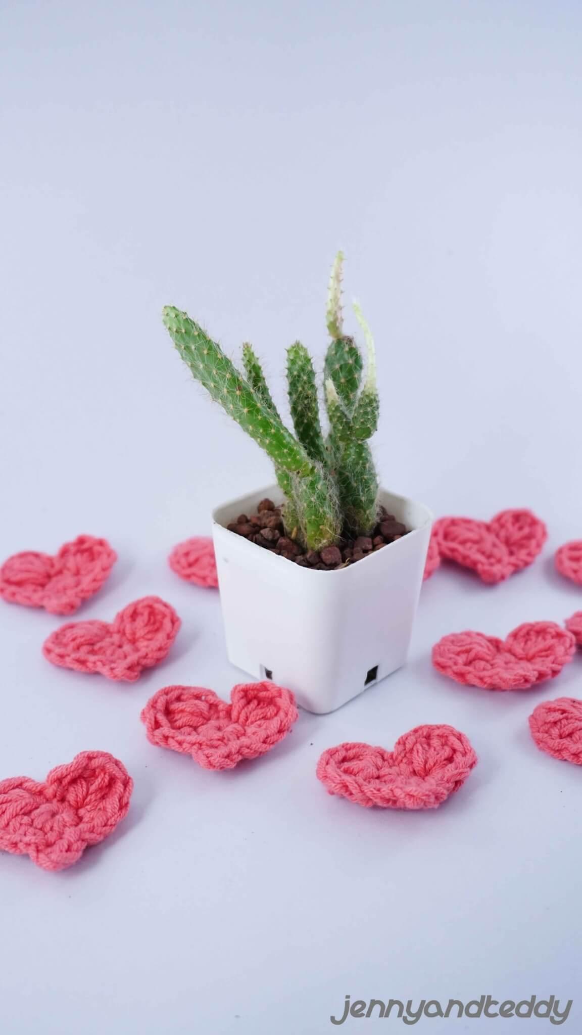 Free Crochet Pattern For Little Heart : Tiny crochet heart free pattern