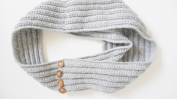 Easy Ribbed Infinity crochet Scarf free pattern