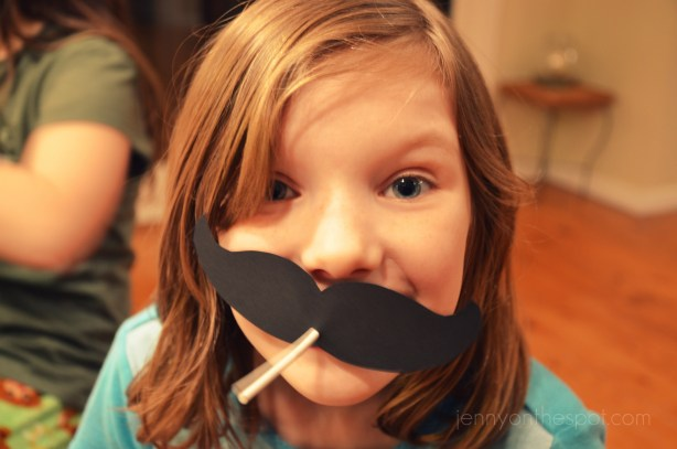 DIY lollipop Valentine moustache!!! via @jennyonthespot
