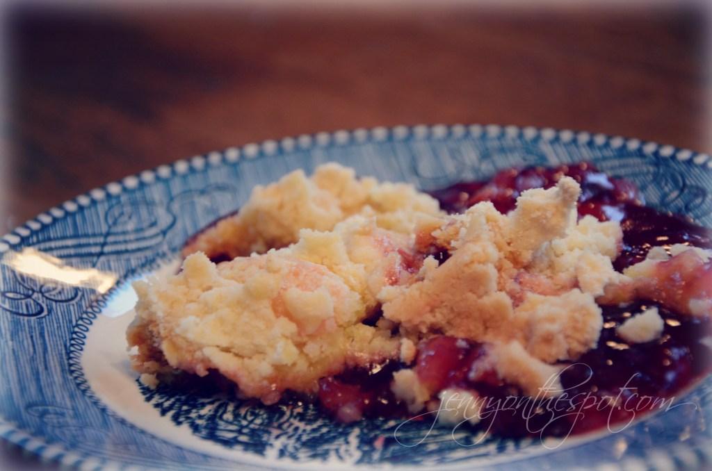 cherry pineapple dump cake via @jennyonthespot