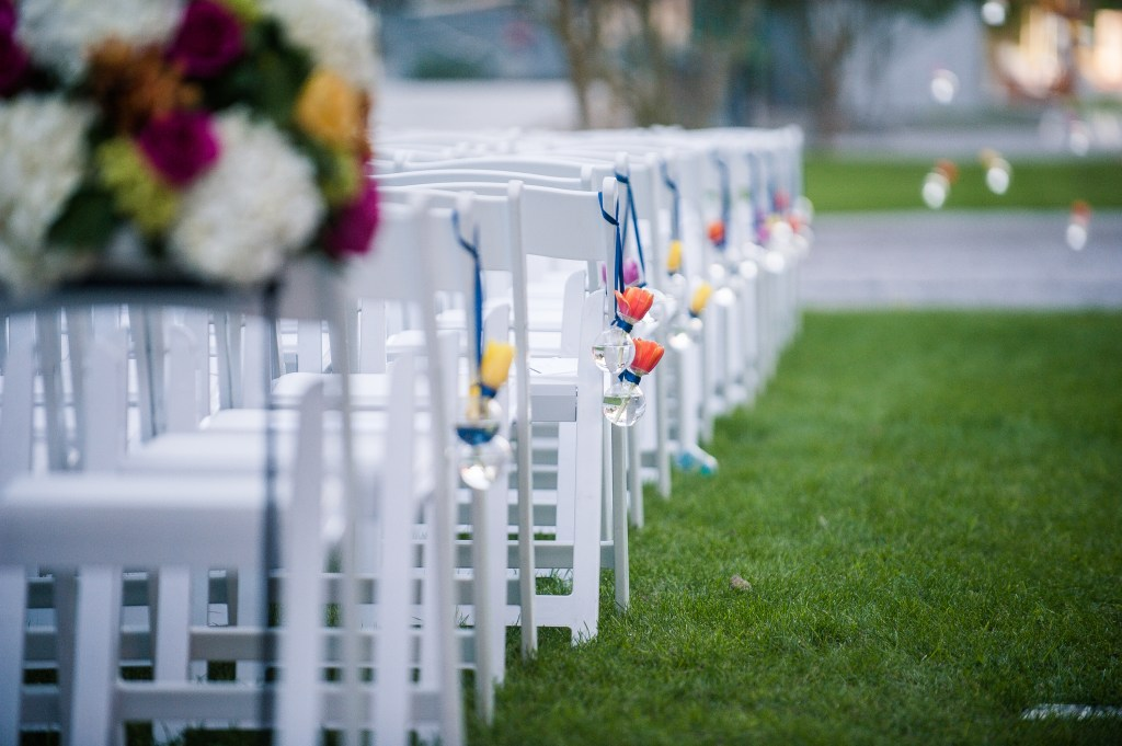 Union Station Tacoma Wedding || Photo: Genesa Richards Photography ||Aisle Decor