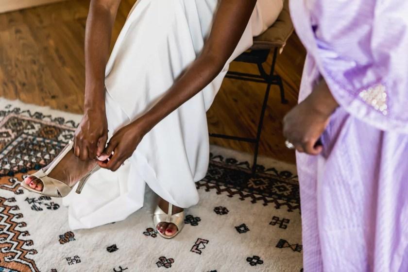 chaussure de la mariée préparatifs mariage jeremy fiori wedding photographer