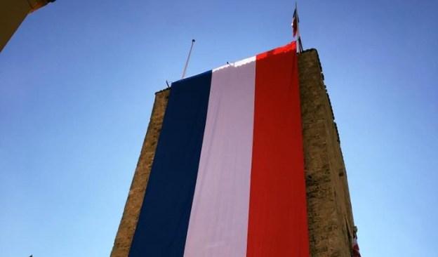 L'Hôtel de Ville revêt les couleurs de la France