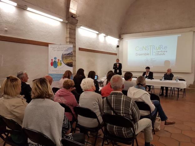 Réunion publique autour du projet de Territoire du Pays de Grasse à St Vallier de Thiey 03