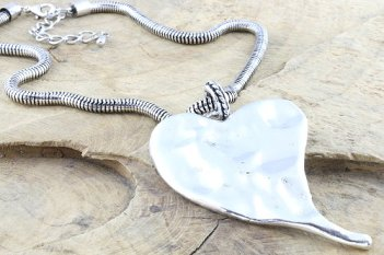 costume-jewellery-necklace-heart