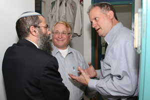 David Pick (center) and Ilan Goldstein (right), guests at Yeshivat Shavei Chevron for Shabbos, speaking to one of the yeshiva's rebbeim.