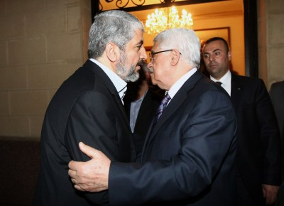 Mahmoud Abbas (right) and Khaled Mashaal. (Archive: 2012)