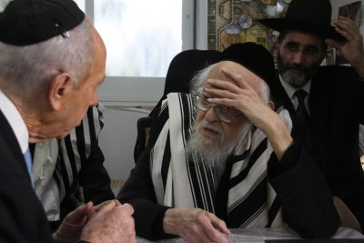 Rabbi Elyashiv meets with President Shimon Peres