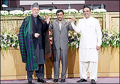 (L-R) Presidents Hamid Karzai, Mahmoud Ahmadinejad, and Asif Ali Zardari met in Dushanbe Sunday.