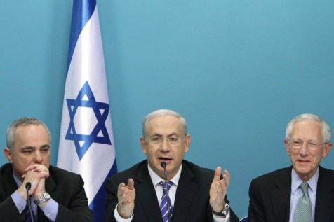 Finance Minister Yuval Steinitz, PM Binyamin Netanyahu, and Governor of the Bank of Israel Stanley Fischer.