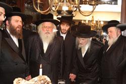 L to R: Munkatcher rosh yeshiva, Munkatcher Rebbe, the chassan, Verdaner Rebbe, Udvarer Rav.
