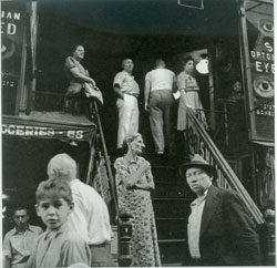 Hester Street (1945) Gelatin silver print by Sol Libsohn. Courtesy The Jewish Museum