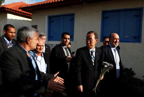 UN Sec-Gen Ban Ki Moon on tour of Sapir College in Sderot with Israeli Ambassador to UN Ron Prosor